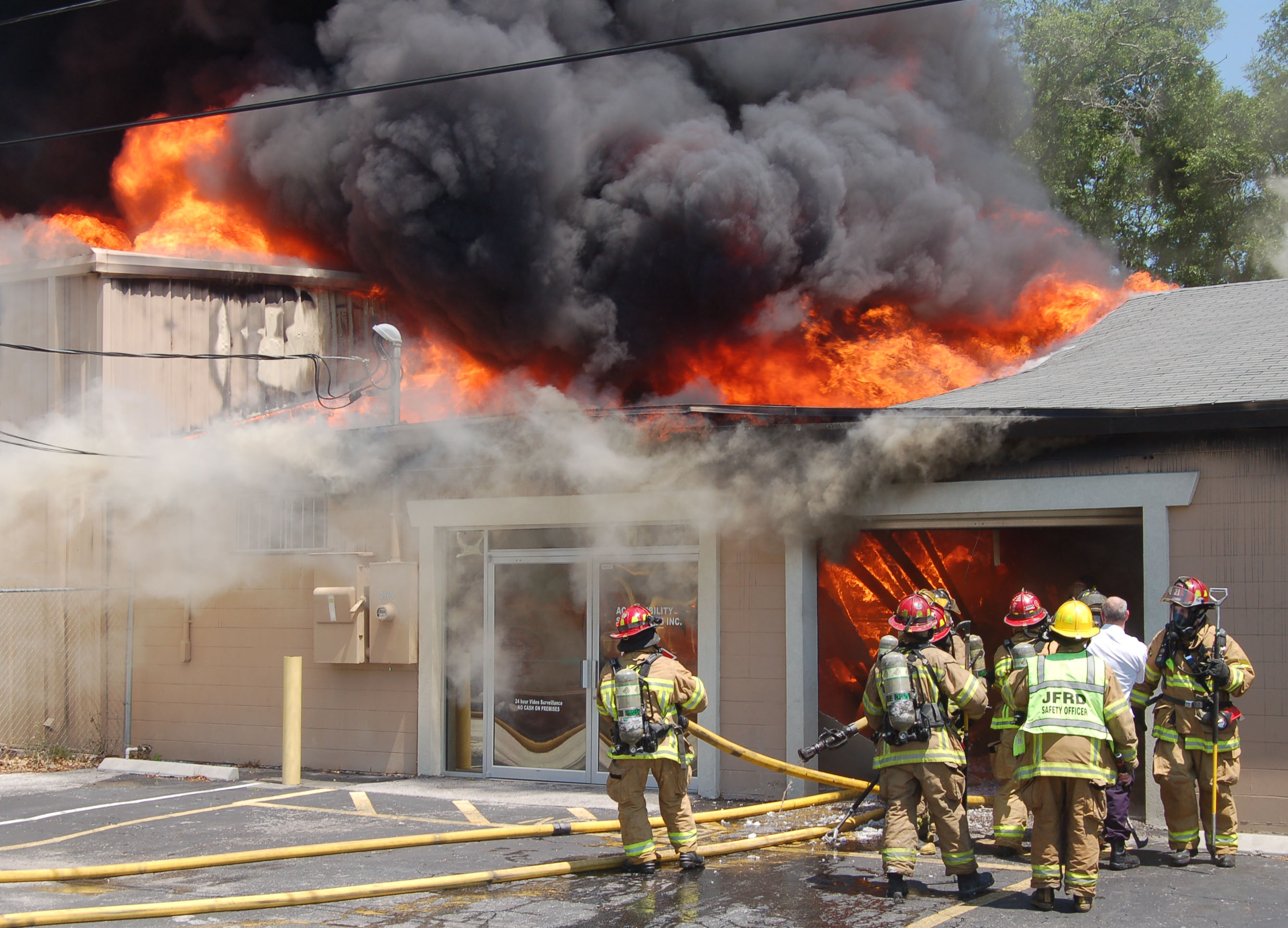 warehousefirejc04.jpg